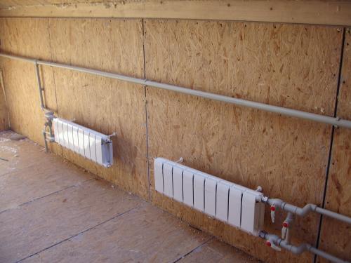 Установка радиаторов отопления в загородном доме