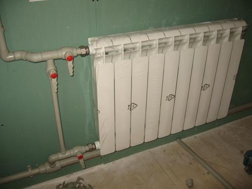 Установка радиаторов отопления в загородном доме 2